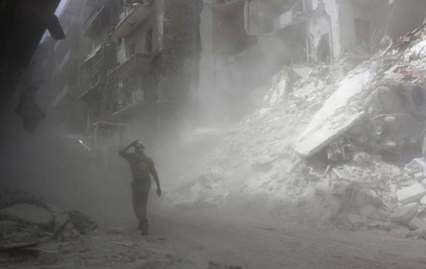 Syrie: Alep meurtrie par les bombes, feu vert pour des aides de l'ONU