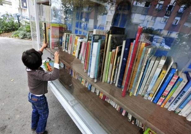 Les jeunes aiment lire mais préfèrent la télé et internet