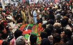 L'hommage des Pakistanais à Benazir Bhutto, un an après son assassinat