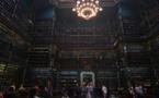 """Une bibliothèque """"à la Harry Potter"""" enchante les visiteurs à Rio"""