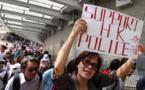 Des centaines de manifestants pro-chinois se rassemblent à Hong Kong