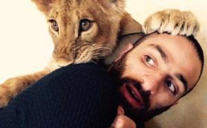 France: le selfie avec un lionceau, une tendance qui se développe