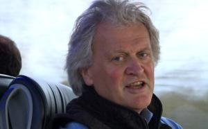 En autocar et en chantant, un patron de pubs en croisade pour le Brexit